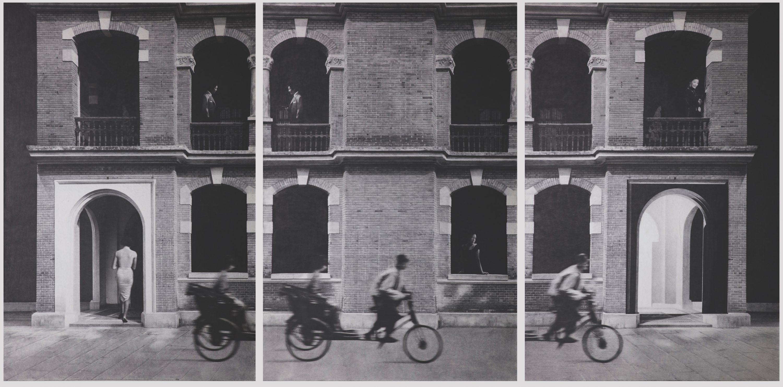 Shanghai Triptych , 2017. Graphite on oriental paper, 194 x 393cm. 조덕현 (사진제공 : PKM갤러리 )