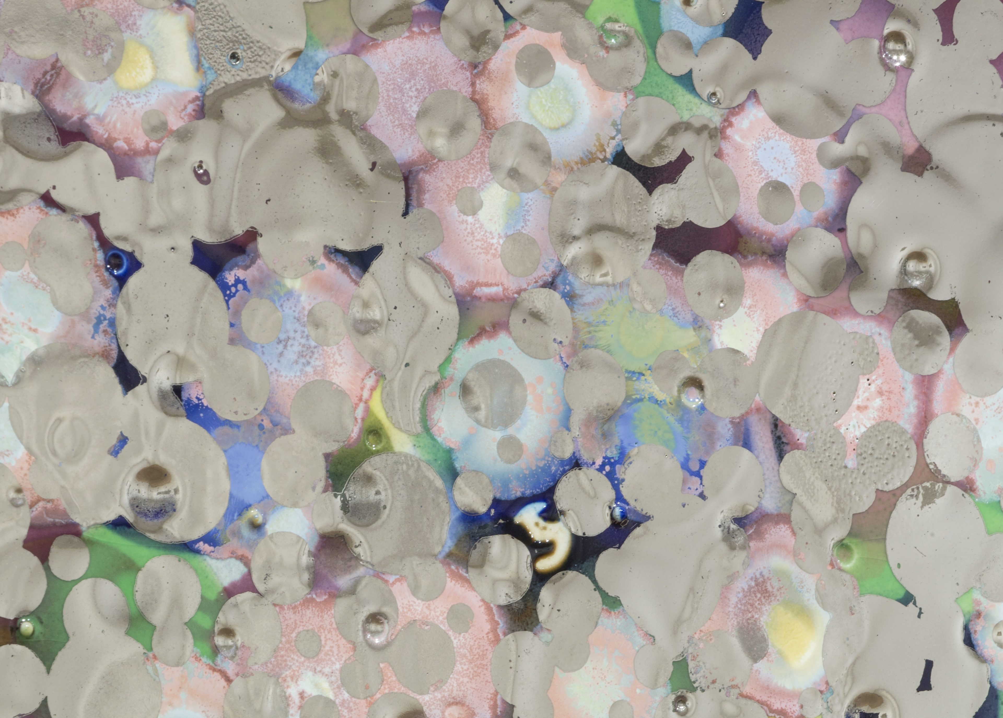 Lionel Estève Untitled (Mirror), 2016 (detail) Porcelain, colored underglaze, crystallizations, platinum 70 x 70 cm / 27 9/16 x 27 9/16 in © Youngha Cho / Courtesy Perrotin