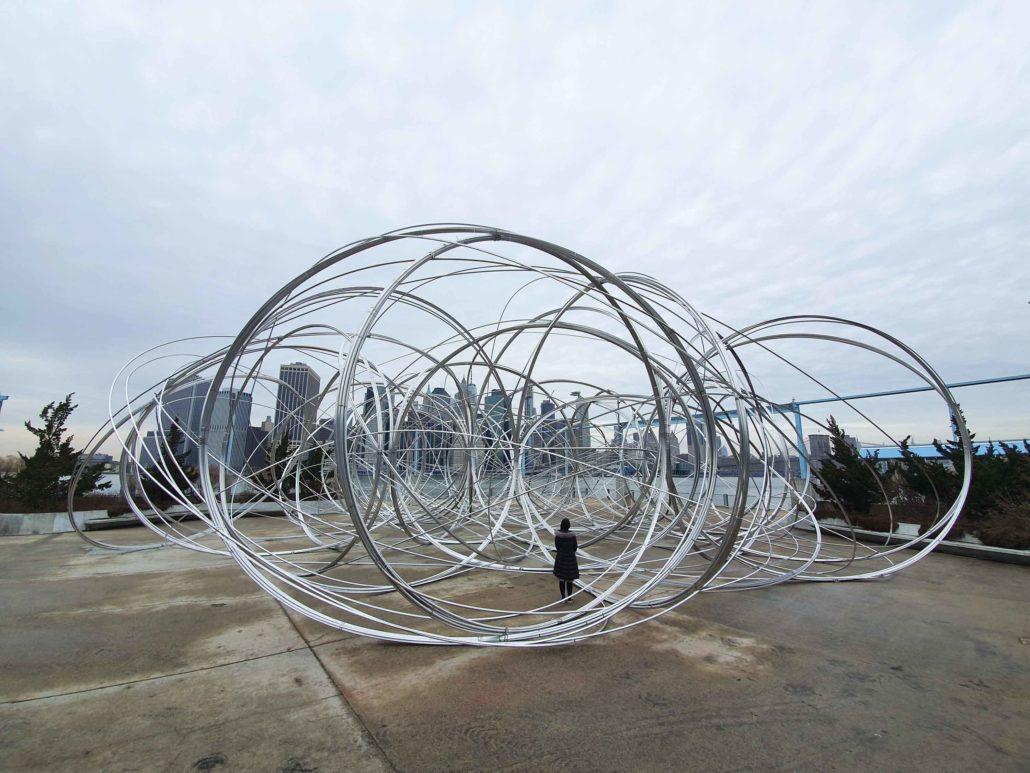 Antony Gormley 〈NEW YORK CLEARING〉 너비 25.4mm, 총 길이 18km의 알루미늄선과 철 이음소켓 2020 사진: 이대형